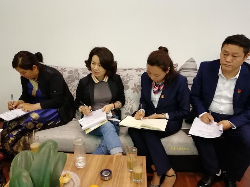 3双流区双华小学和巴塘县金弦子小学党员在参加党课专题活动.JPG